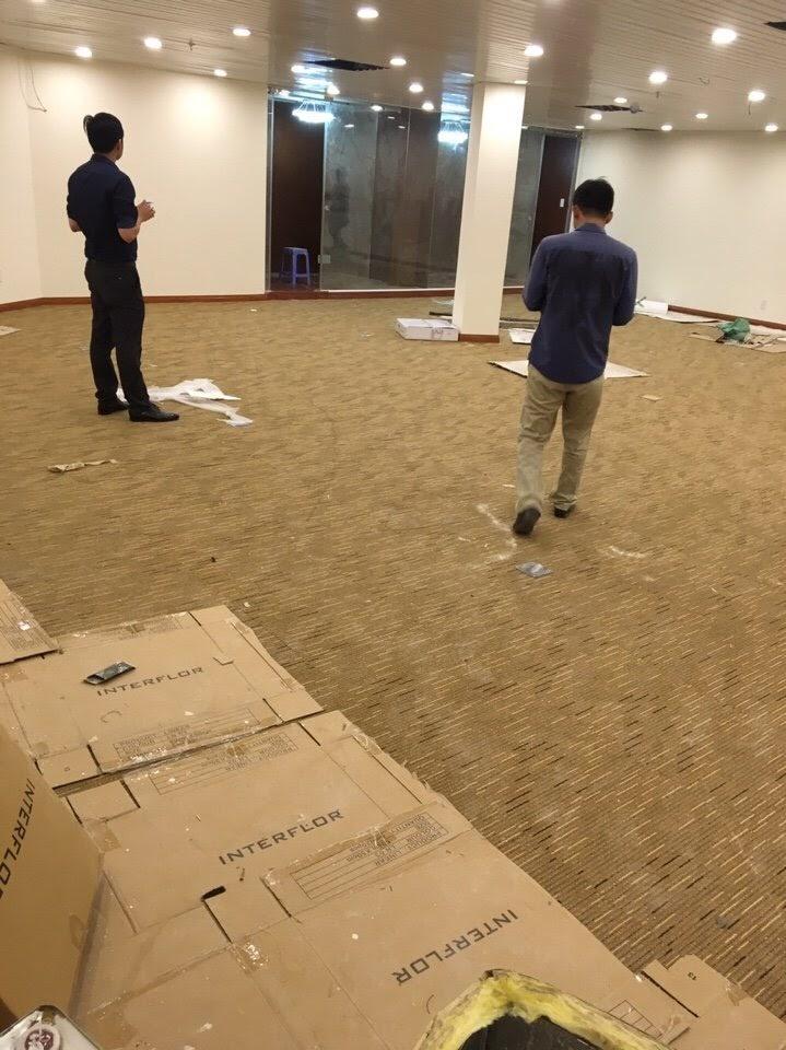 Thảm cũ dùng cho văn phòng